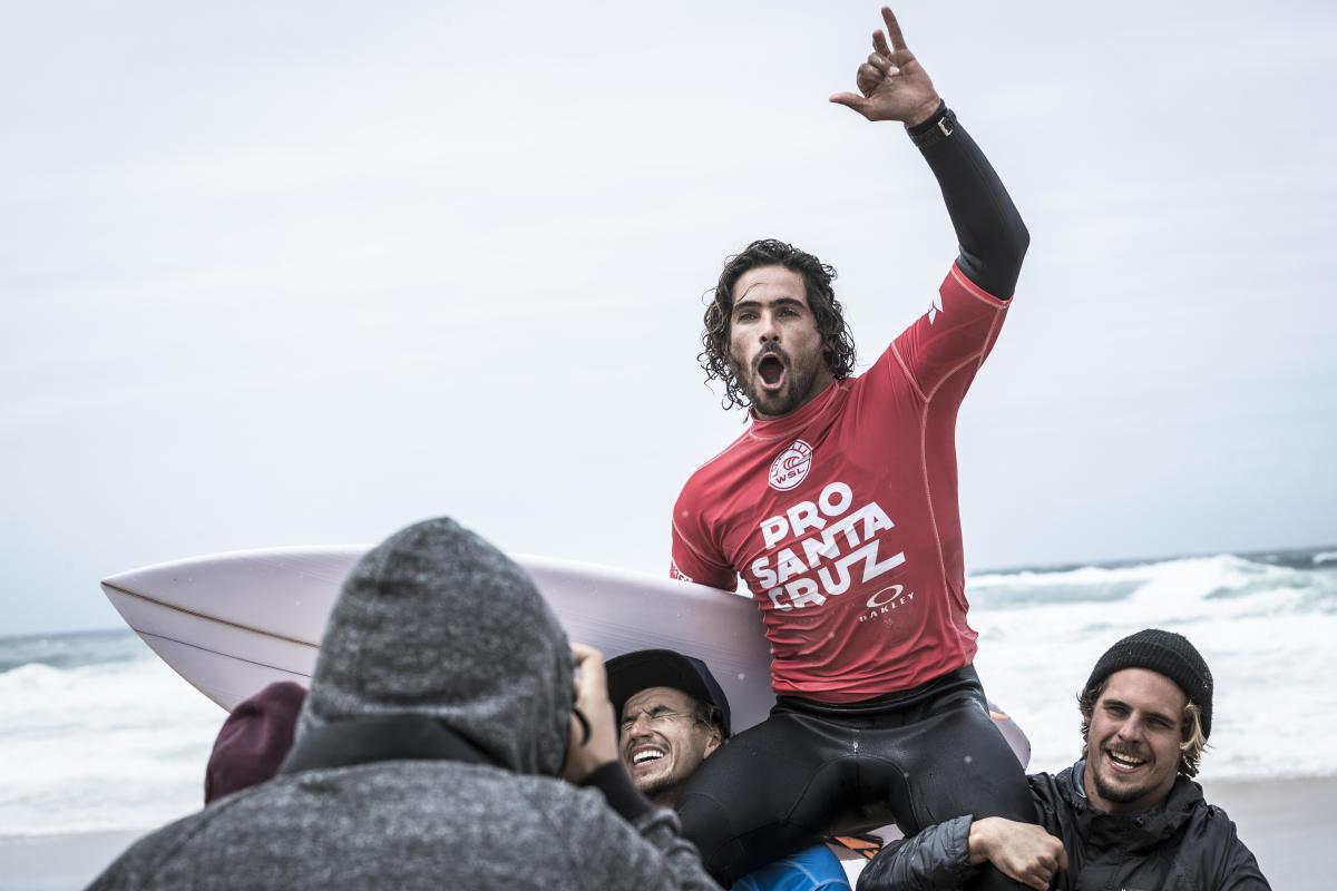 Circuito Mundial De Surf : Por primera vez en la historia uruguay subió a lo más alto del podio
